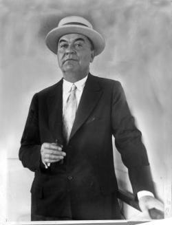 John Ringling w straw hat 3